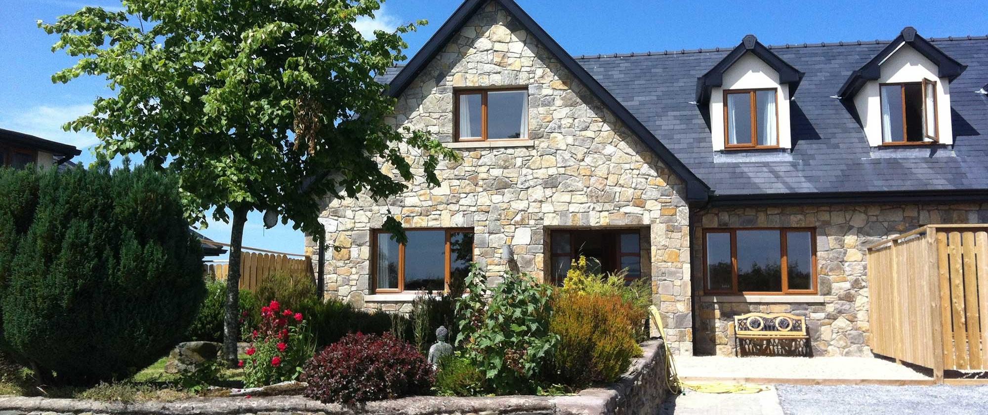 Using beautiful Donegal Sandstone & Blue Banger natural slates